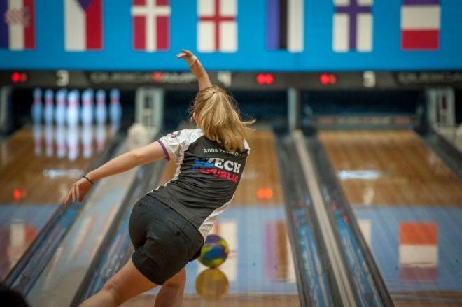 Anička (18 let), bowling